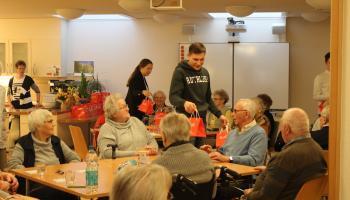 Sparkassen-Auszubildende engagieren sich im Duderstädter Lorenz-Werthmann-Haus der Caritas.