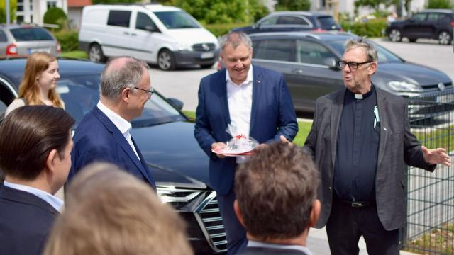 Ankunft des Ministerpräsidenten (v.r.): Dechant Wigbert Schwarze, Ralf Regenhardt, Stephan Weil.