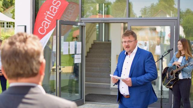 Duderstadts Bürgermeister Thorsten Feike (FDP) spricht ein Grußwort.