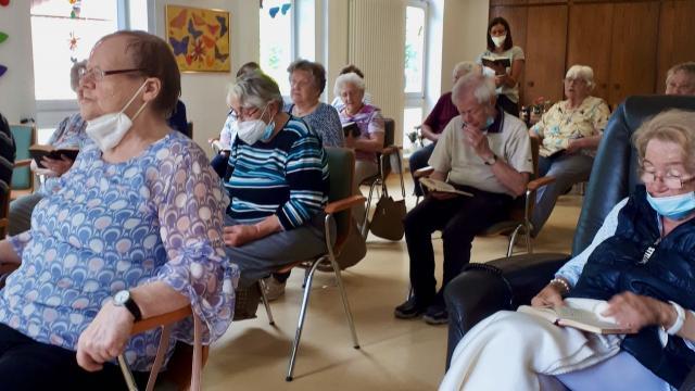 Anlässlich des katholisches Hochfestes Peter und Paul hielt Propst Berkefeld eine Andacht in der Caritas-Tagespflege Duderstadt.